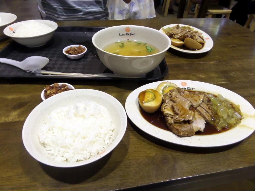 Dinner at Lau Pa Sat, Singapore