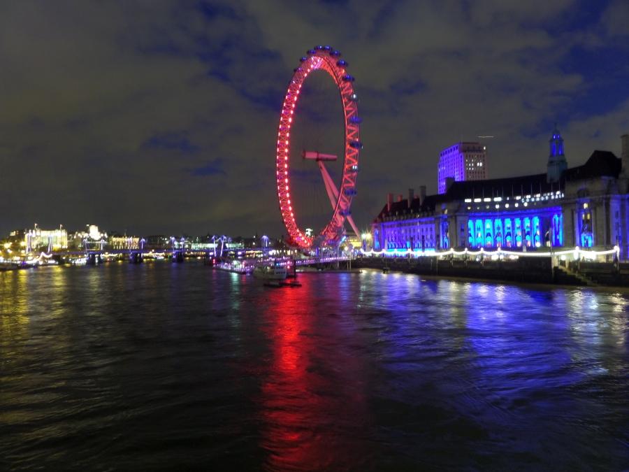 The London Eye illuminated at night